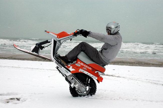 Sulla neve con lo scooter