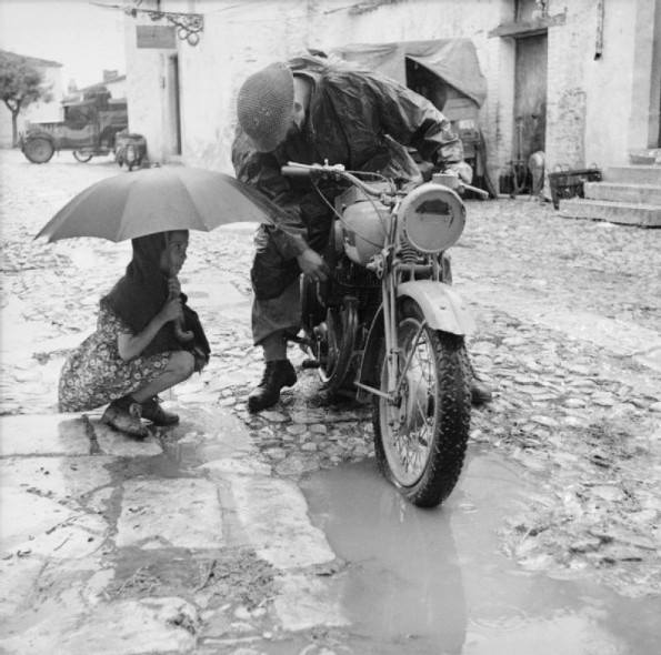 Soldato Australiano in moto a Termoli